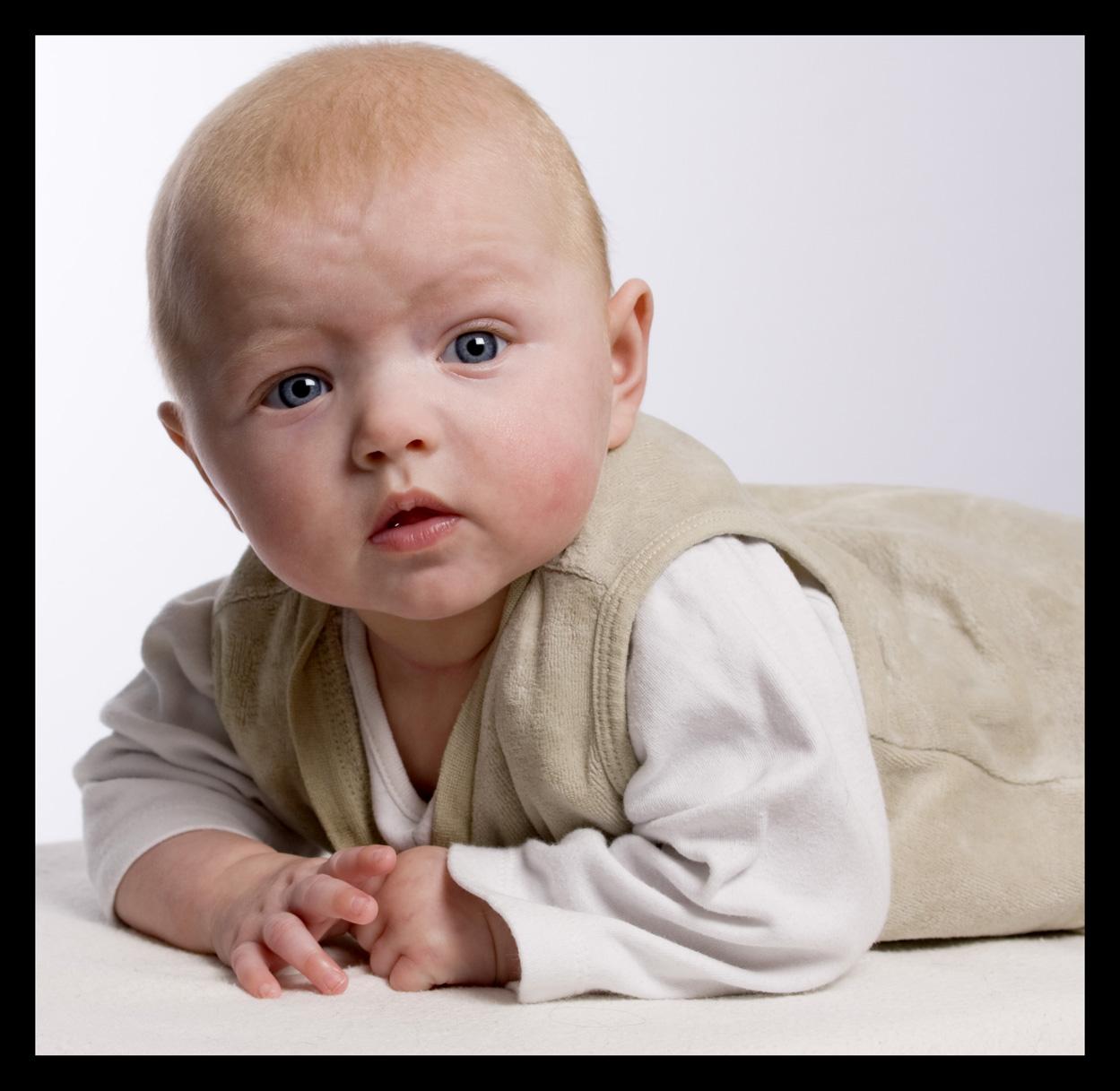 Photos de bébés. / Méthode de prise de vue : au programme des cours «1° année» ; que je donne à Croix Daurade et PONTS JUMEAUX.